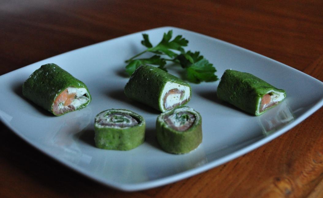 Tronchetti di crespelle verdi al salmone