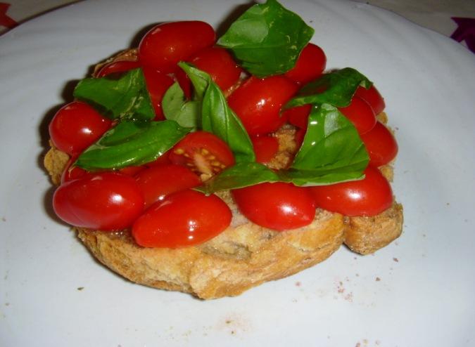 Frise salentine di orzo con pomodorini e basilico