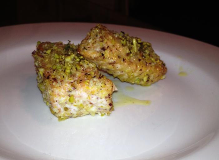 Bocconcini di salmone in panure di pistacchio e pecorino