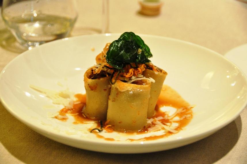La genovese nei paccheri – ricetta dello chef Luigi Tramontano