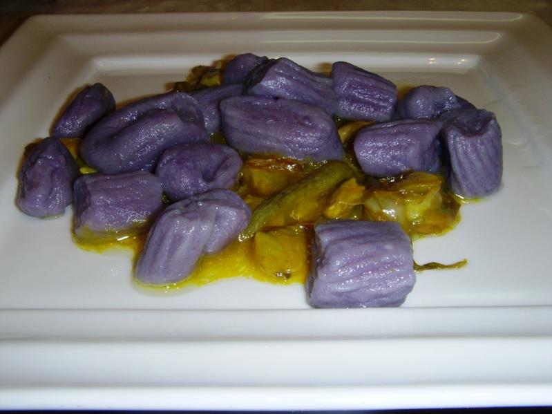 Vongole veraci e carciofi con zafferano e gnocchi di patate Vitelotte