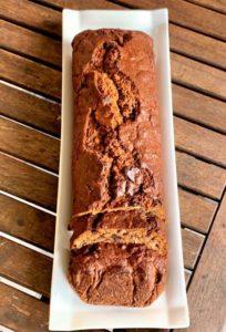 Banana bread con cioccolato all'arancia e noci pecan
