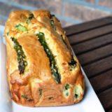 Cake di primavera con fagiolini, piselli e asparagi