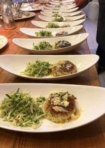 I canederli schiacciati con insalata di crauto