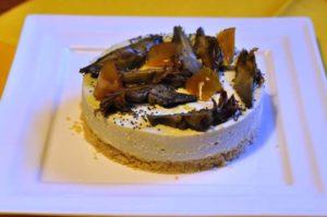 Cheesecake ai carciofi con scorzette di limone candite
