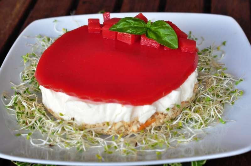 Cheesecake al fiordilatte con gelatina al pomodoro, una rivisitazione della caprese