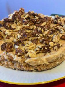 Cheesecake burro arachidi con granella di noci