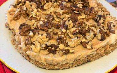 Cheesecake al burro di arachidi con granella di noci