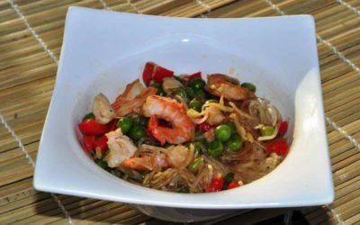 Spaghetti cinesi con pollo e gamberi