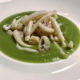 Crema di broccolo romanesco con nastri di calamaro