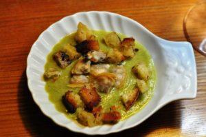 Crema di zucchine con vongole e pane di Altamura al timo