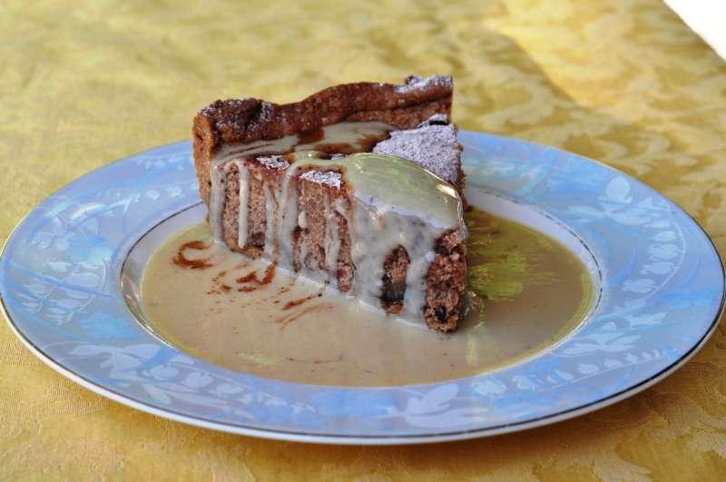 Crostata di castagne con salsa alla vaniglia e cacao
