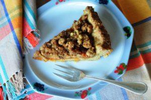 Crostata integrale alle albicocche con crumble