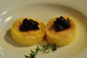 Crostini di polenta con Gran Mix Ferrari ed Emmenthal