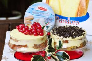 Tiramisù al pandoro in due versioni: tradizionale e ai frutti rossi