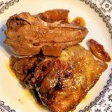 Faraona con albicocche secche, succo Tantifrutti albicocche e pesche, melagrana