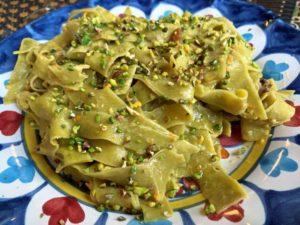 Fettuccine al pistacchio di Bronte DOP con salsa cruda di pomodorini gialli e granella di pistacchio di Bronte IGP3