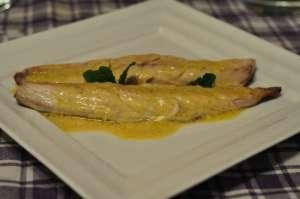 Filetti di sgombro scottati con salsa alla senape di Digione ed agrumi