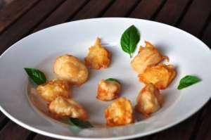 Fish & CheeseChips con rana pescatrice (coda di rospo) e frittelle di patate e Provolone Valpadana DOP