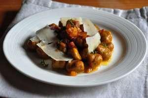 Gnocchi di castagne con salsa allo zafferano e timo