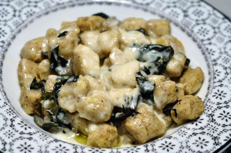 Gnocchi di patate con farina di grano saraceno con fonduta di Casera DOP in due stagionature