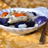 Insalata di baccalà con patate viola e datterini gialli
