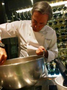 Filippo La Mantia prepara il cous cous