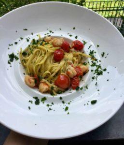 Linguine aglio prezzemolo Filotea con mazzancolle e pomodorini di Pachino IGP