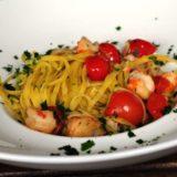 Linguine aglio e prezzemolo con mazzancolle e pomodori ciliegini di Pachino IGP