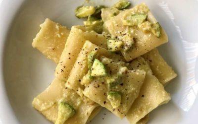 Mezzi paccheri Carla Latini con crema di zucchine, alici, colatura di alici e Fiore Sardo DOP