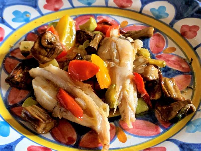 Mini code di rospo con verdure estive in abbinamento con Verdicchio dei Castelli di Jesi Classico