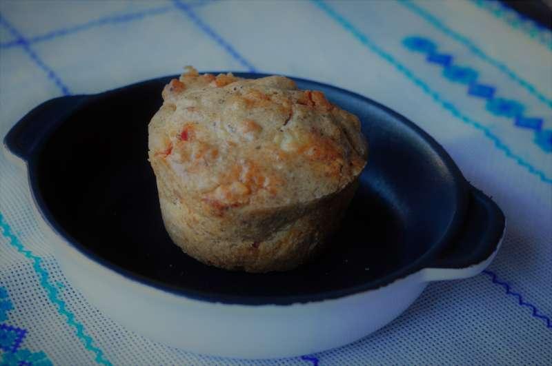 Muffin al grano saraceno con salame piccante ed Emmenthaler