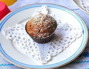 Muffin con grano saraceno, pere e albicocche con zucchero muscovado