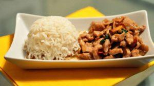 Pad Ka Prao Gai - Maiale salato con funghi e peperoncino