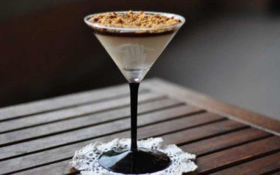 Panna cotta alla vaniglia con gelatina al caffè e crumble di frolla allo zucchero integrale