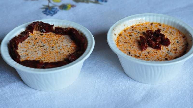Panna cotta con paté di pomodori secchi
