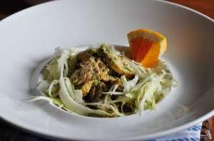 Petto di pollo grigliato, marinato con arancia ed erbe aromatiche