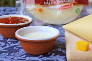 Cubetti di polenta fritta con salsa ai formaggi