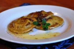 Ravioli patate porri e salsiccia al profumo d'acciuga