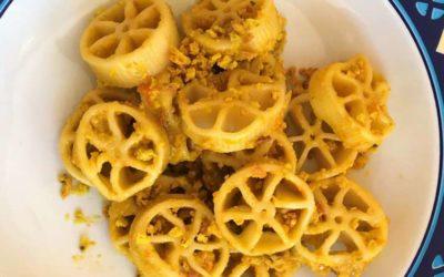 Ruote pazze Benedetto Cavalieri con salsa cruda di datterini gialli e Friscous
