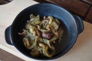 Scarola in padella con olive taggiasache e pinoli