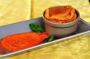 Soufflé al Provolone Valpadana DOP con crema di peperone rosso
