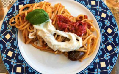 Spaghetti quadrati Carla Latini con pomodorini arrostiti e stracciatella
