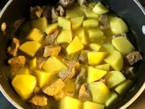 Spezzatino di vitello al timo con patate - preparazione 2