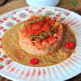Tartare di vitello su crema di cicerchie e pomodori secchi PRA.LI.NA.
