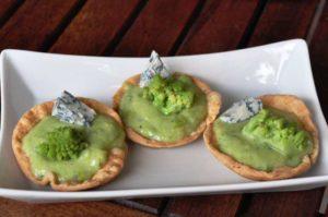 Tartellette con broccolo romanesco e Gorgonzola piccante Dop