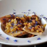 Testaroli al miele di rododendro, mele e noci