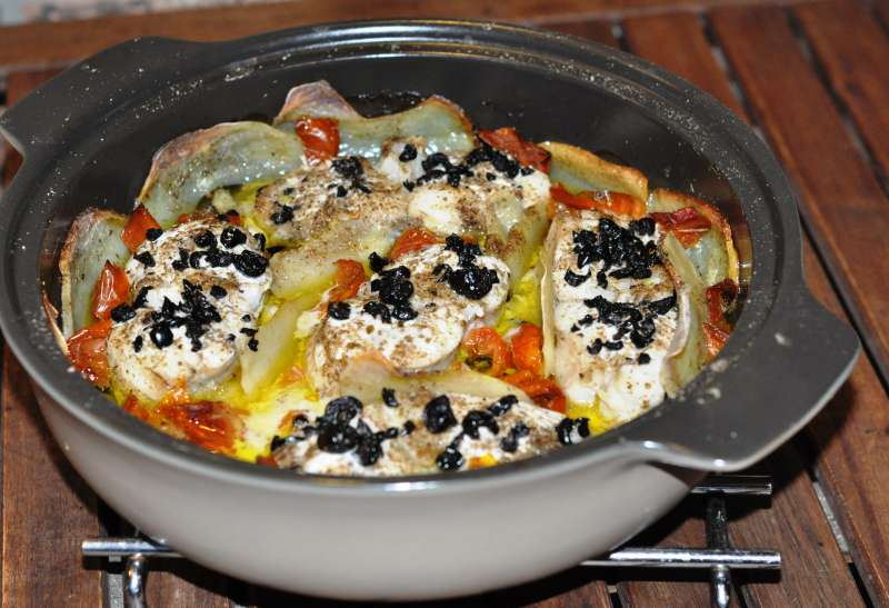 Tranci di pescatrice al forno con caviale di olive