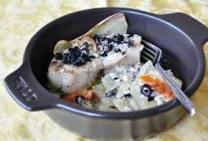 Trancio di pescatrice al forno con patate e caviale d'olive