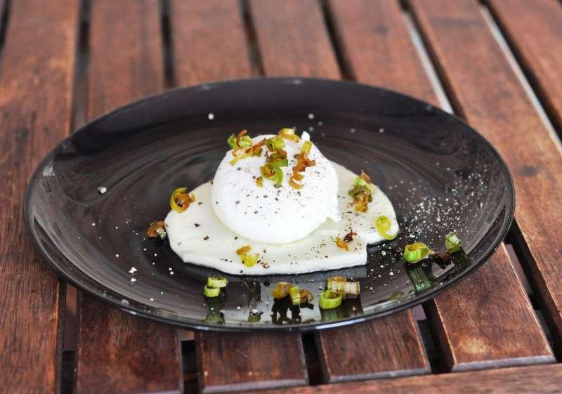 I concerti di Villa Arconati, il Buena Vista Social Club ed una ricetta: Uovo poché su Provolone Valpadana DOP con porri croccanti